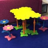 Decoratieve houten Kindertafel, bestel ze in je eigen kleur! Zeer sterke kindertafel met bloemen vorm. Zoek je een kindertafel