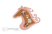 Paardenkamer prikbord 'paard' roze houten kinderkamer accessoire. Hippe kinderkamer artikelen. Roze houten paarden pr